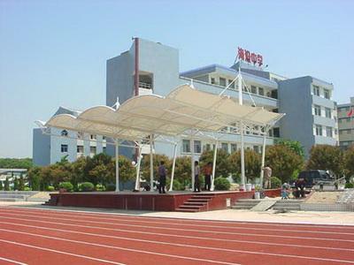 小学操场体育看台膜结构安装